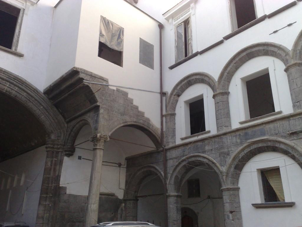 Palazzo_Diomede_Carafa_(Napoli)2