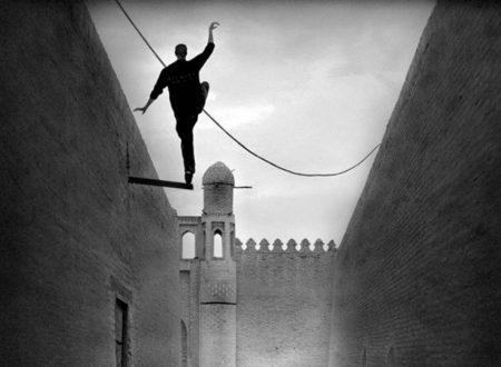"""""""Felicità raggiunta, si cammina"""": la bellissima poesia di Eugenio Montale"""