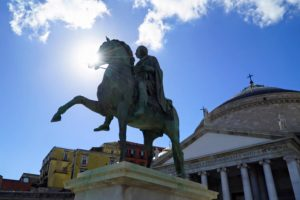 Tesori di Napoli: Le statue equestri di Carlo III di Borbone e Ferdinando I delle Due Sicilie a Piazza Plebiscito