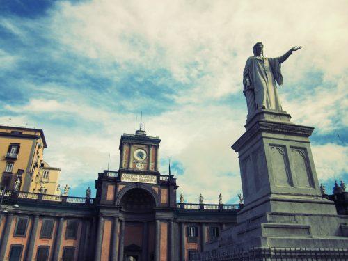 Tesori di Napoli: Il monumento a Dante in piazza Dante