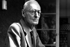 """""""Scritto sulla sabbia"""", una delle più belle e romantiche poesie di Herman Hesse"""