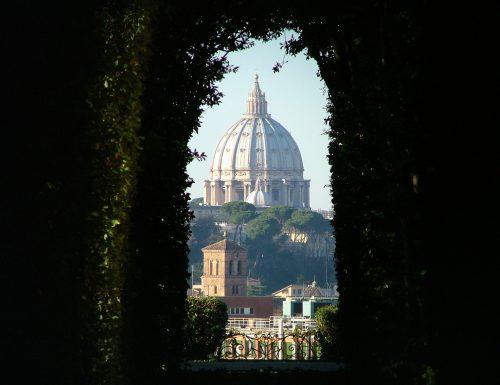 """Magie di Roma: la Cupola della Basilica di San Pietro vista dal """"buco della serratura"""""""