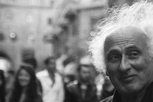 """""""Le piccole cose che amo di te"""": una poesia di Stefano Benni"""