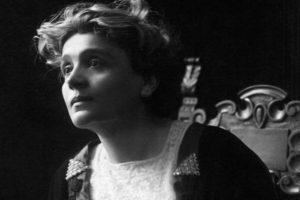 """""""Voglio un amore"""": la romantica poesia di Gabriele D'Annunzio"""