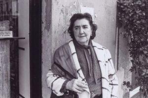 """""""Non voglio dimenticarti, amore"""": una poesia di Alda Merini"""