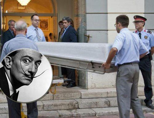 Salvador Dalì è stato riesumato. I celebri baffi erano intatti