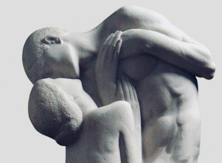 """""""Amore, quante strade per giungere a un bacio"""": una poesia di Pablo Neruda"""