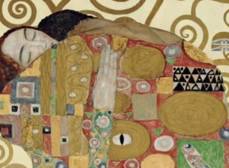 """""""Tra le tue braccia"""": una romantica poesia di Alda Merini"""