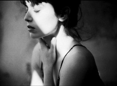 """""""Pericoloso e tenero è il volto dell'amore"""": una poesia di Jacques Prévert"""